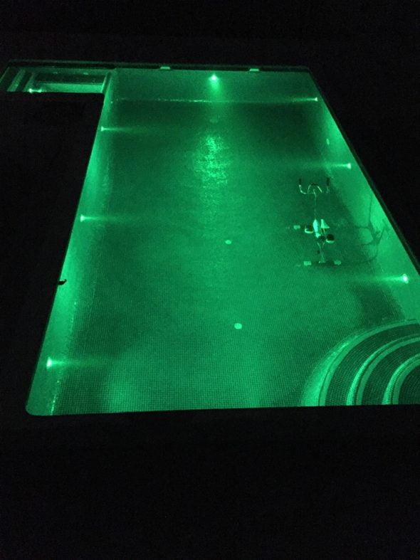 Nocturna piscina Technihomes