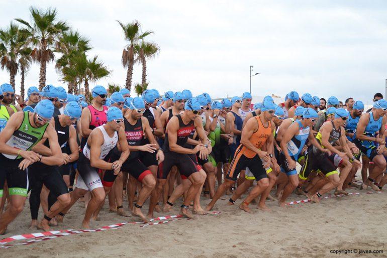 Una de las salidas del triatlón olímpico de Xàbia