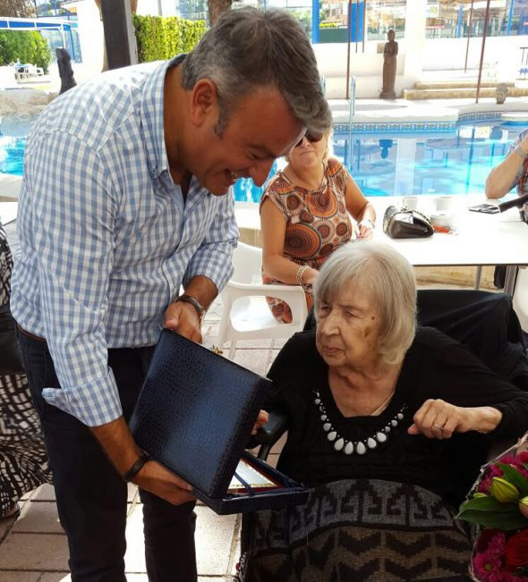 Cynthia celebra su 100 cumpleaños