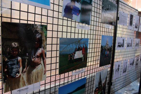 Exposición de las fotografías 'poblers i pobleres pel  món'