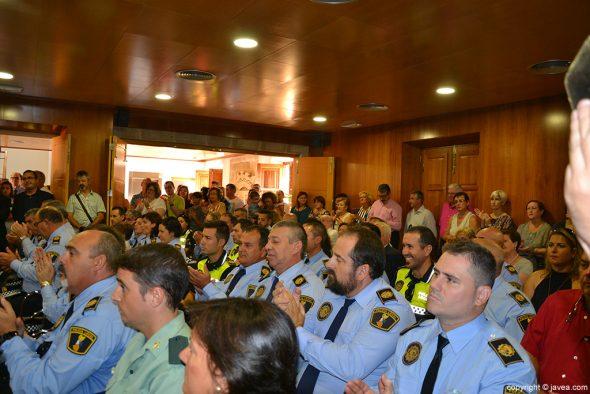 Los agentes en el salón de plenos del ayuntamiento