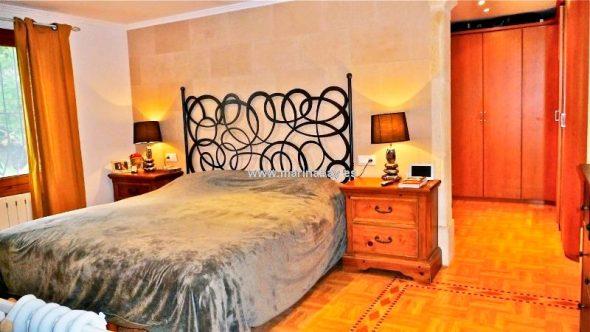 Elegante dormitorio MarinaBay Homes