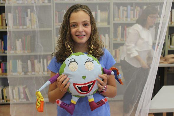 La ganadora, María Buigues y la mascota Terry