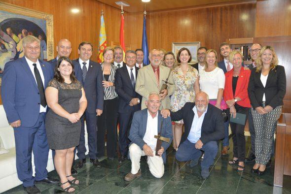 Los premiados con la corporación municipal
