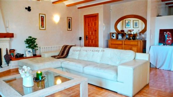 Sala de estar MarinaBay Homes