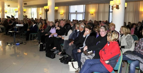 Asistentes a la reunión de residentes angloparlantes con José Chulvi en Xàbia