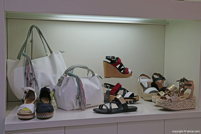 Sandalias y bolsos Calzados Ramón Marsal