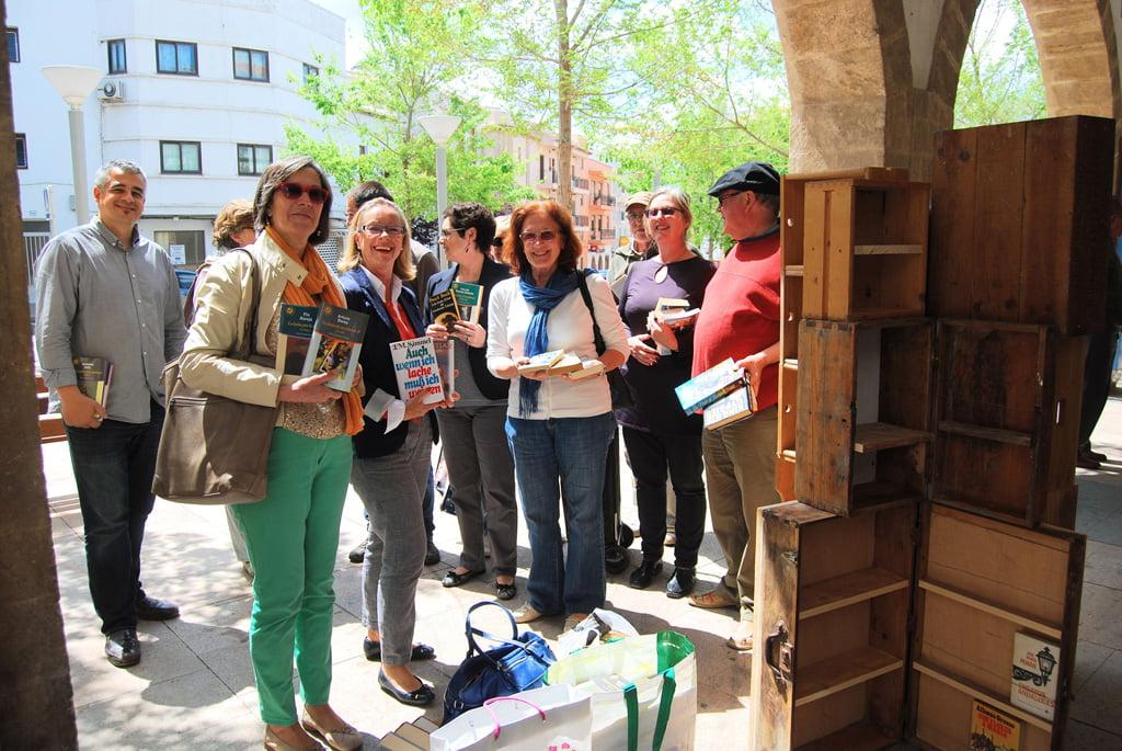 Jávea celebra el Día del Libro con un Book Crossing 01