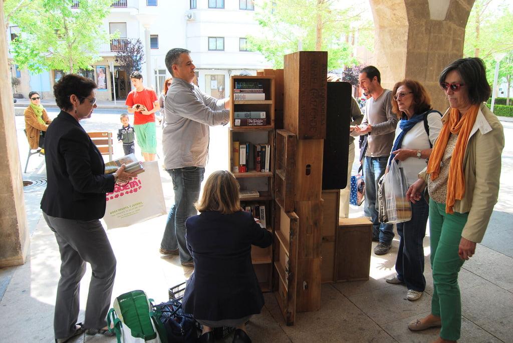 Jávea celebra el Día del Libro con un Book Crossing 02