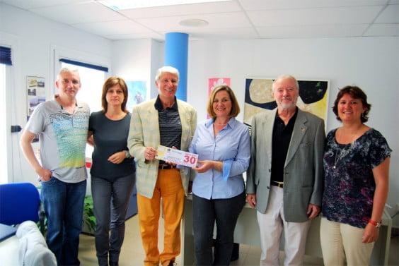 El Club Leones dona al ayuntamiento de Jávea 2400 euros para las familias más necesitadas