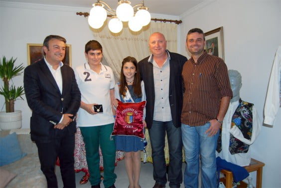 Entrega de bandas a la presidenta de la Comisión Juvenil de Fogueres 2013