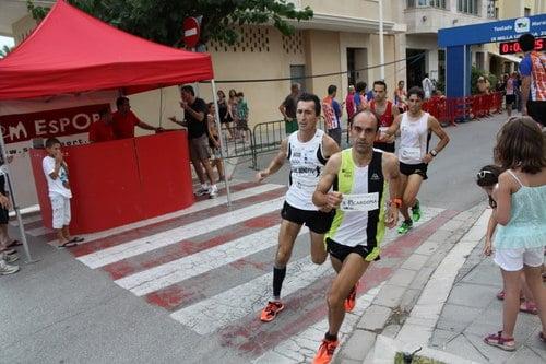 Nasio Cardona en plena carrera seguido muy de cerca por Víctor Fernández.
