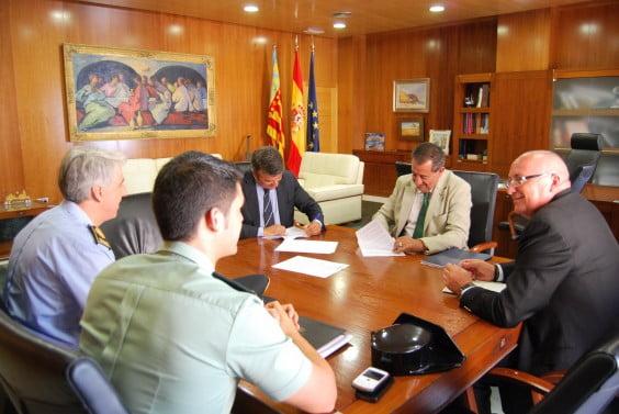 Una junta de Seguridad coordina los trabajos de la Guardia Civil y la Policía Local de Jávea para garantizar la seguridad ciudadana durante el verano