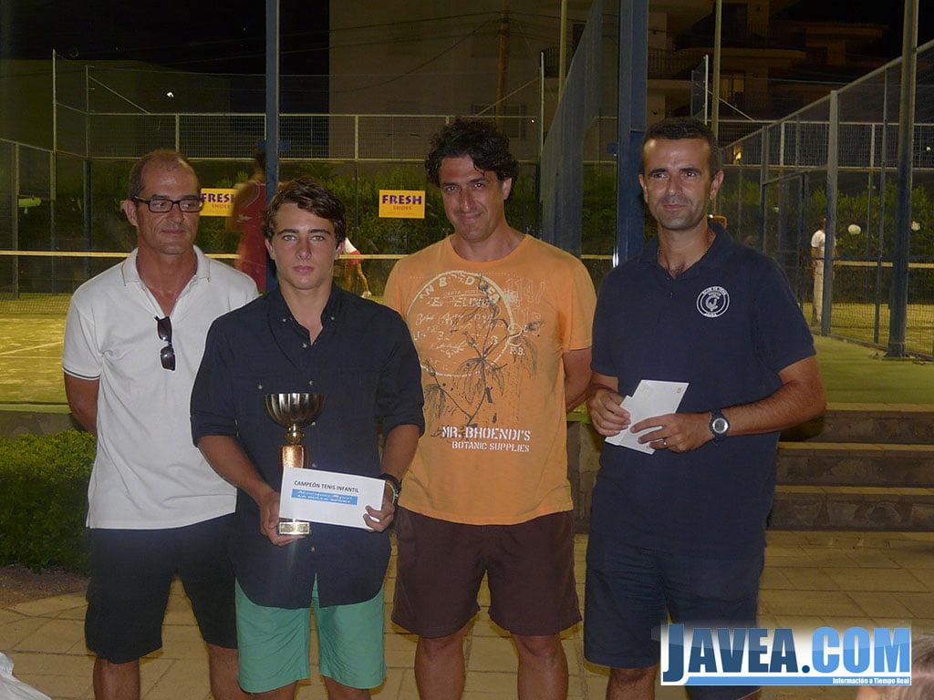 Pablo Aparicio coronado campeón de tenis Infantil