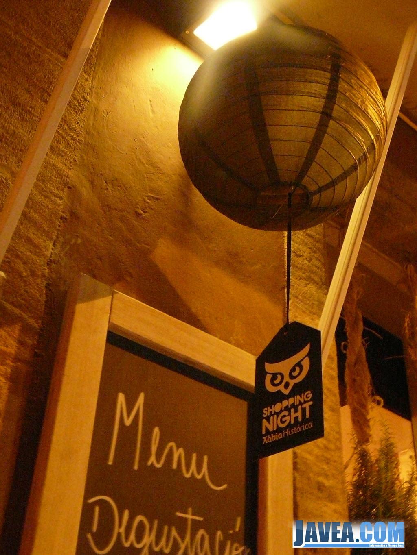 El búho se ha convertido en la mascota de la shopping night de Jávea