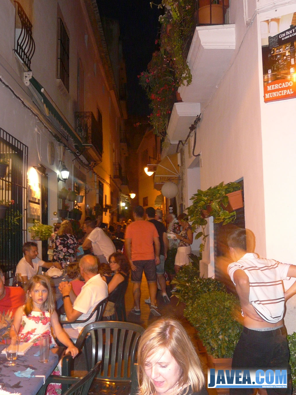 Las calles del Casco Antiguo se han llenado de gente durante la shopping night