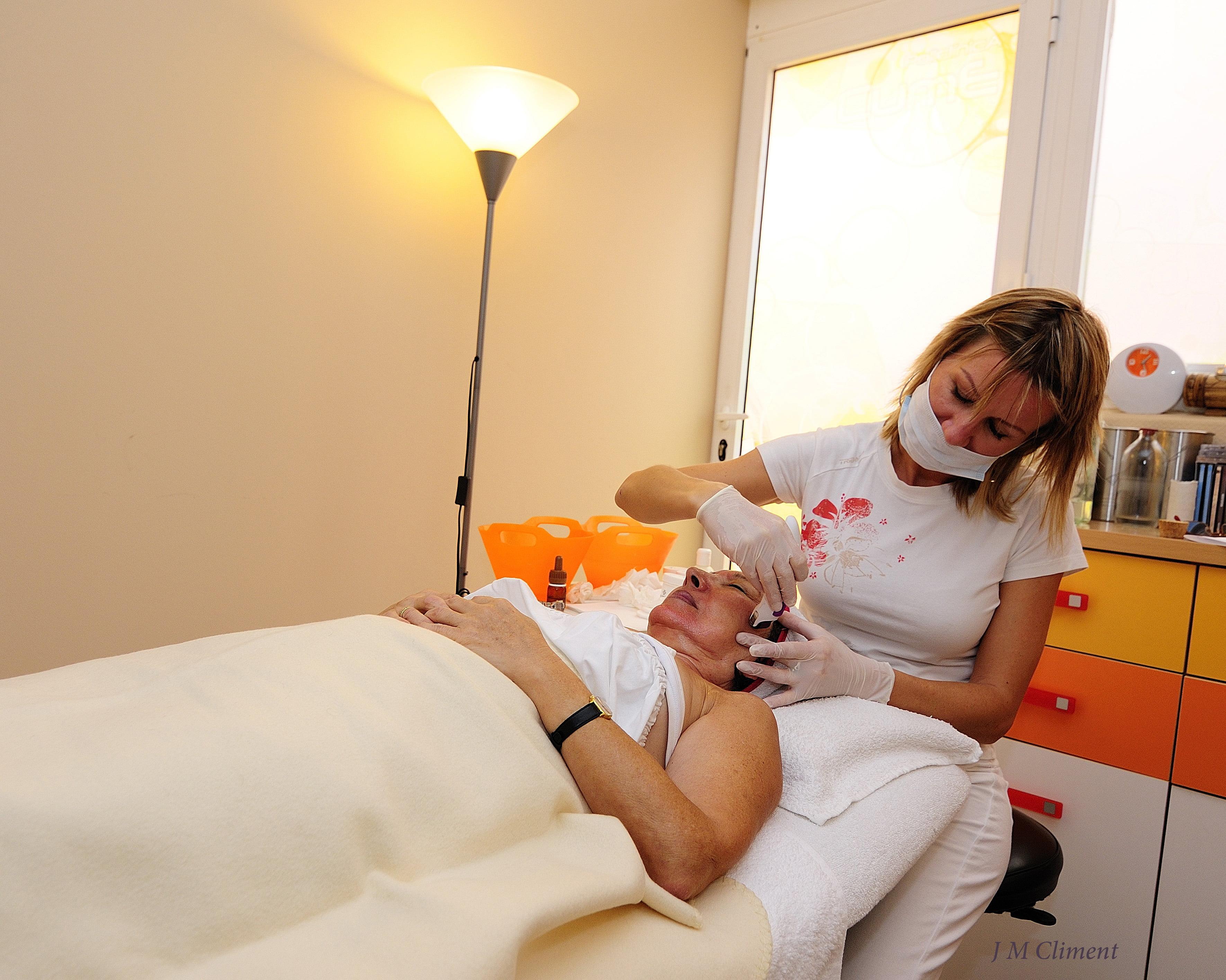 Polyclinic CUME Jávea, Tratamentos faciais de beleza e corpo a laser
