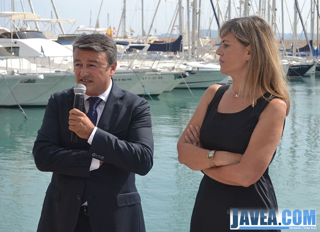 El alcalde de Jávea junto a la Consellera de Bienestar Social