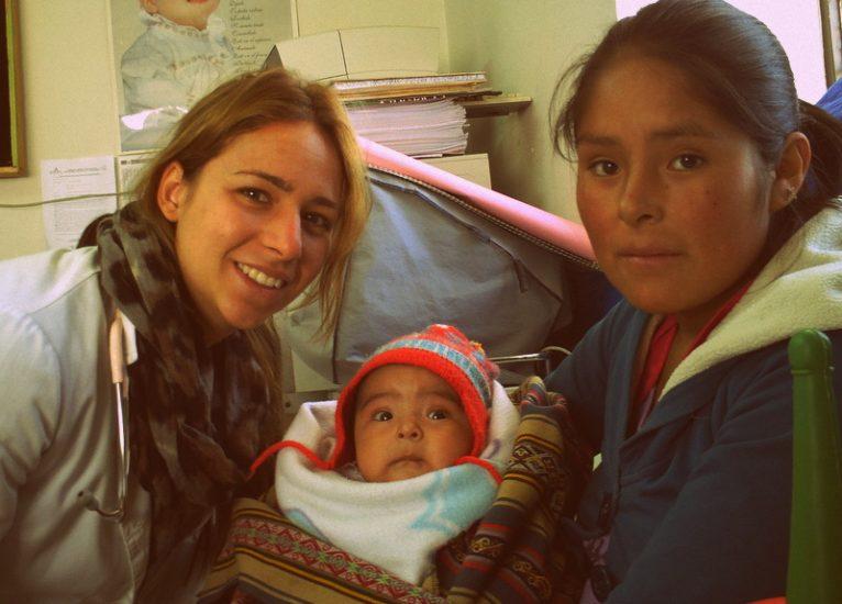 Rosana Chorro con pacientes de Cuzco