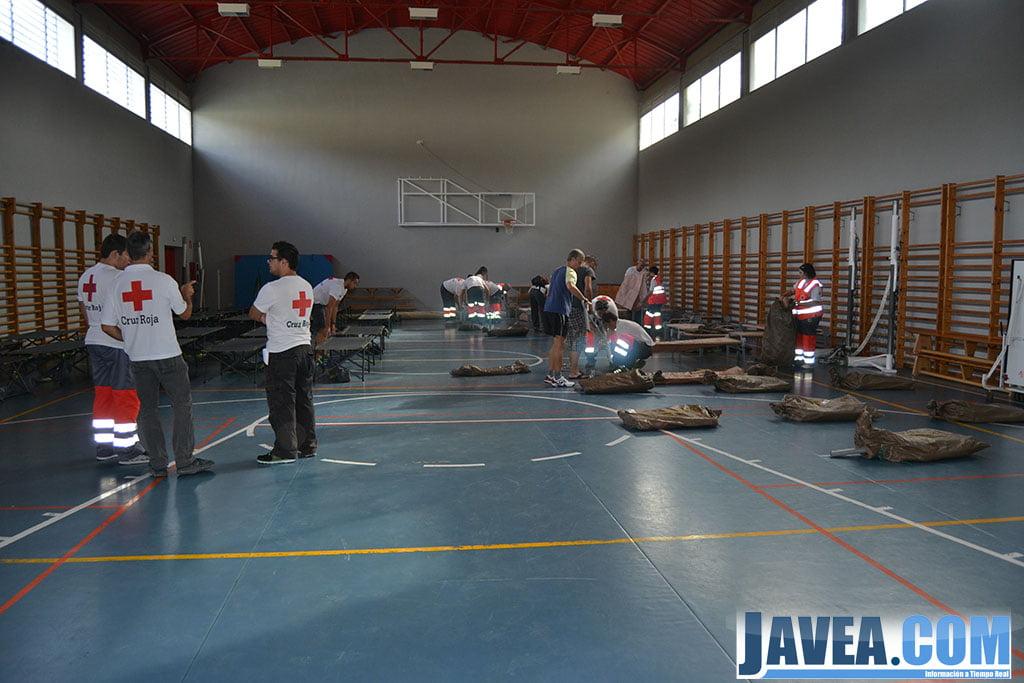 Montando el albergue provisional en el gimnasio del ies for Gimnasio javea