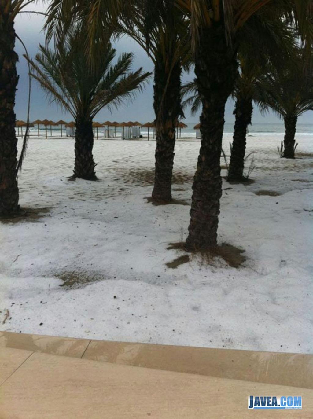 A finales de mayo nos sorprendía en Jávea una fugaz granizada que cuajó en la playa del arenal