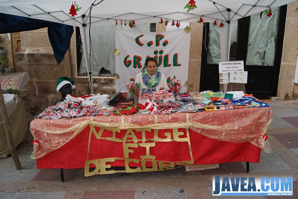 Stand del colegio público Graüll en la feria de Navidad de Jávea
