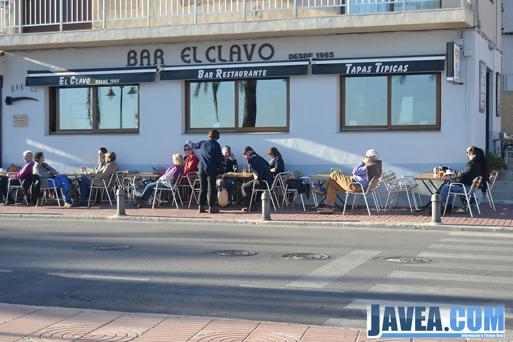 Bar El Clavo en Jávea se encuentra a primera línea de la Playa La Grava