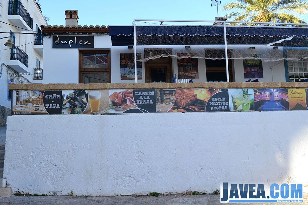 Bar Restaurante Duplex en Jávea está situado a segunda línea de la Playa La Grava