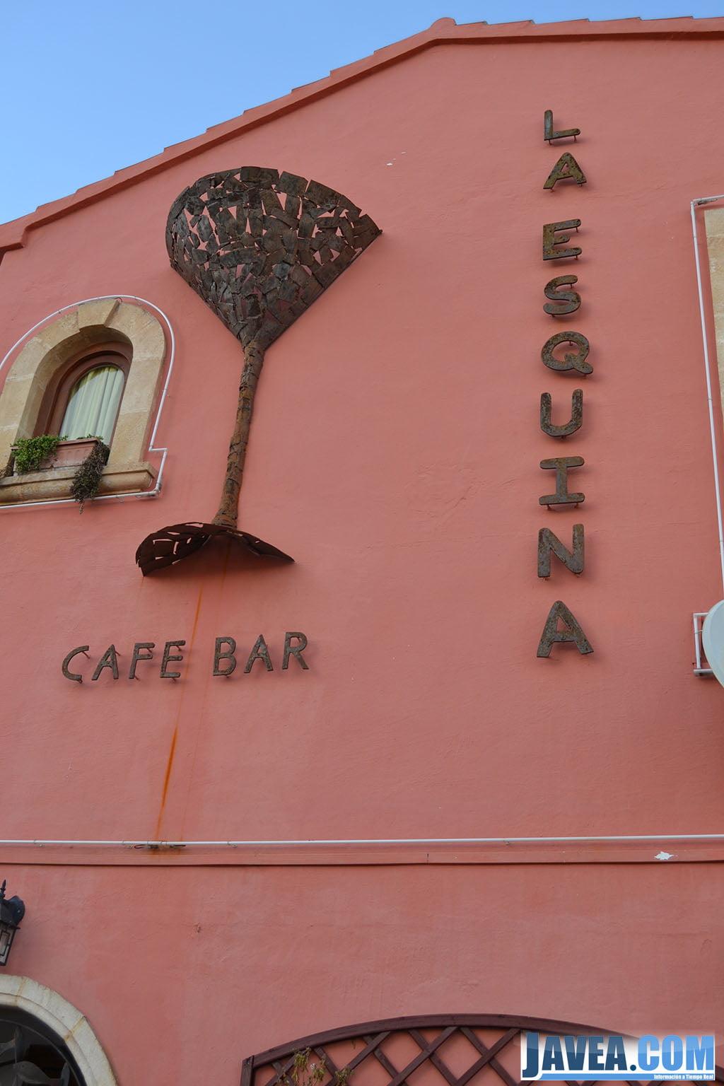 Café Bar La Esquina en el Puerto de Jávea a primera línea del mar