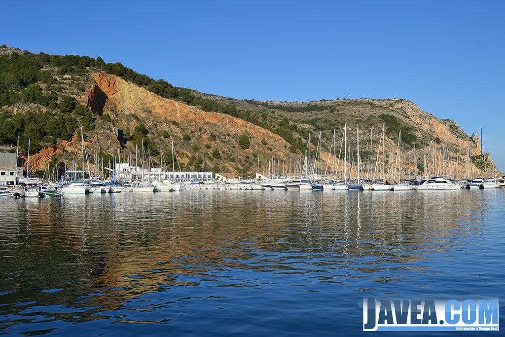 El Club Naútico de Jávea se encuentra muy cerca de la Playa de La Grava