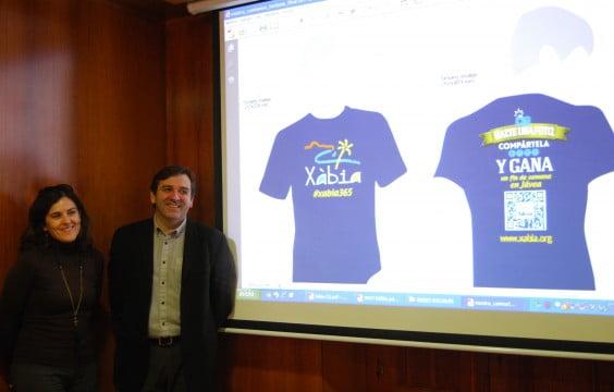 El edil de turismo, Antonio Miragall, con la técnico de turismo Carol Cholbi
