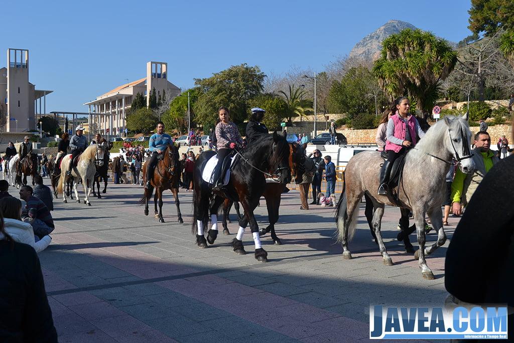El final del desfile de caballerías fue la Plaza de la