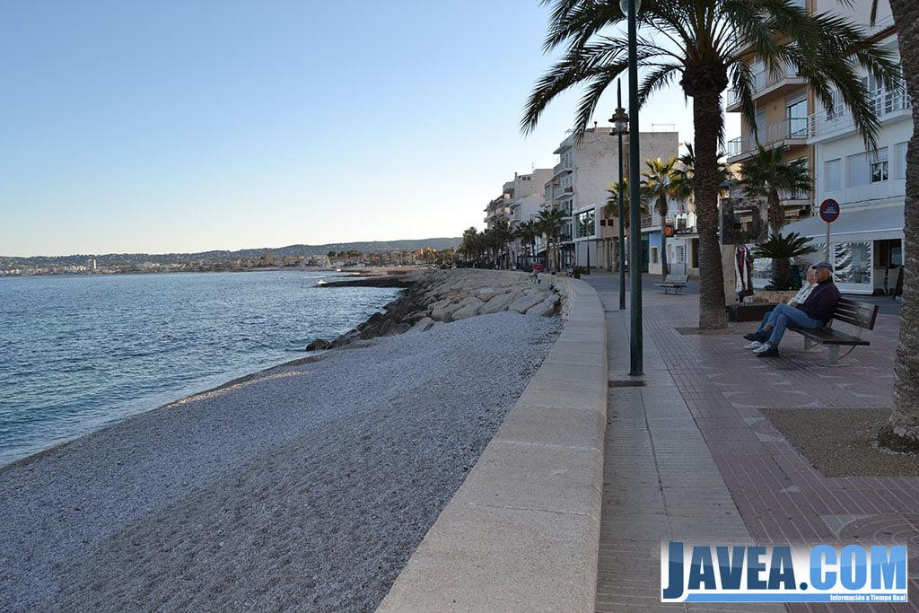 Final de la Playa La Grava con el Paseo Marina Española de Jávea