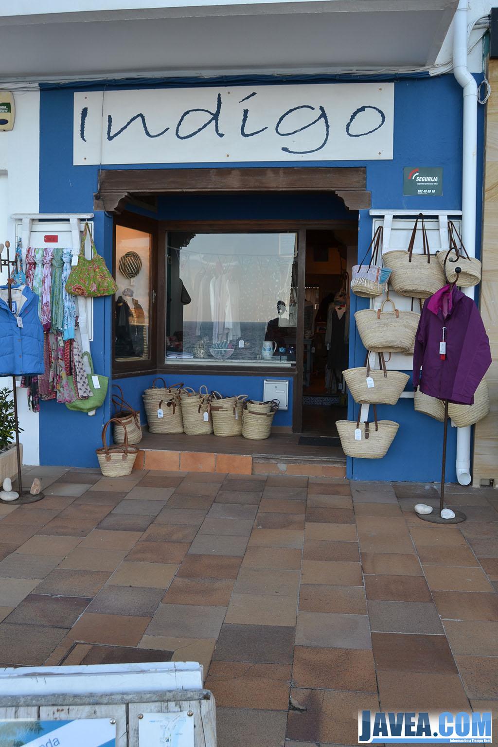 La tienda Índígo en Jávea en primera línea de la Playa La Grava