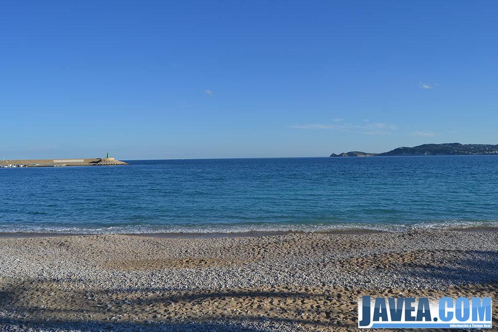 Playa de La Grava en el puerto de Jávea