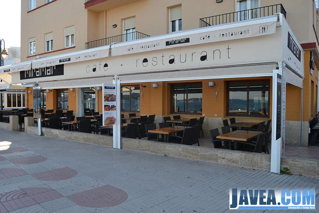 Terraza del Hotel Miramar en Jávea a primera línea de la Playa de La Grava