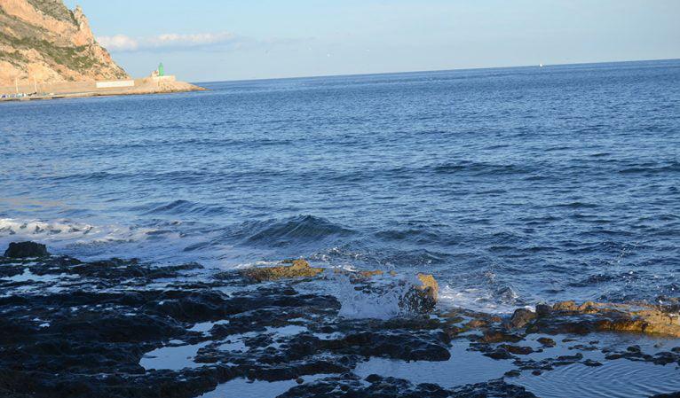 Zona rocosa de la Playa de la Grava
