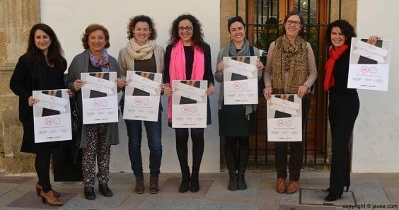 La edil Empar Bolufer con las comisarias y la directora de Miradas de Mujer de la Comunidad Valenciana, Irene Ballester