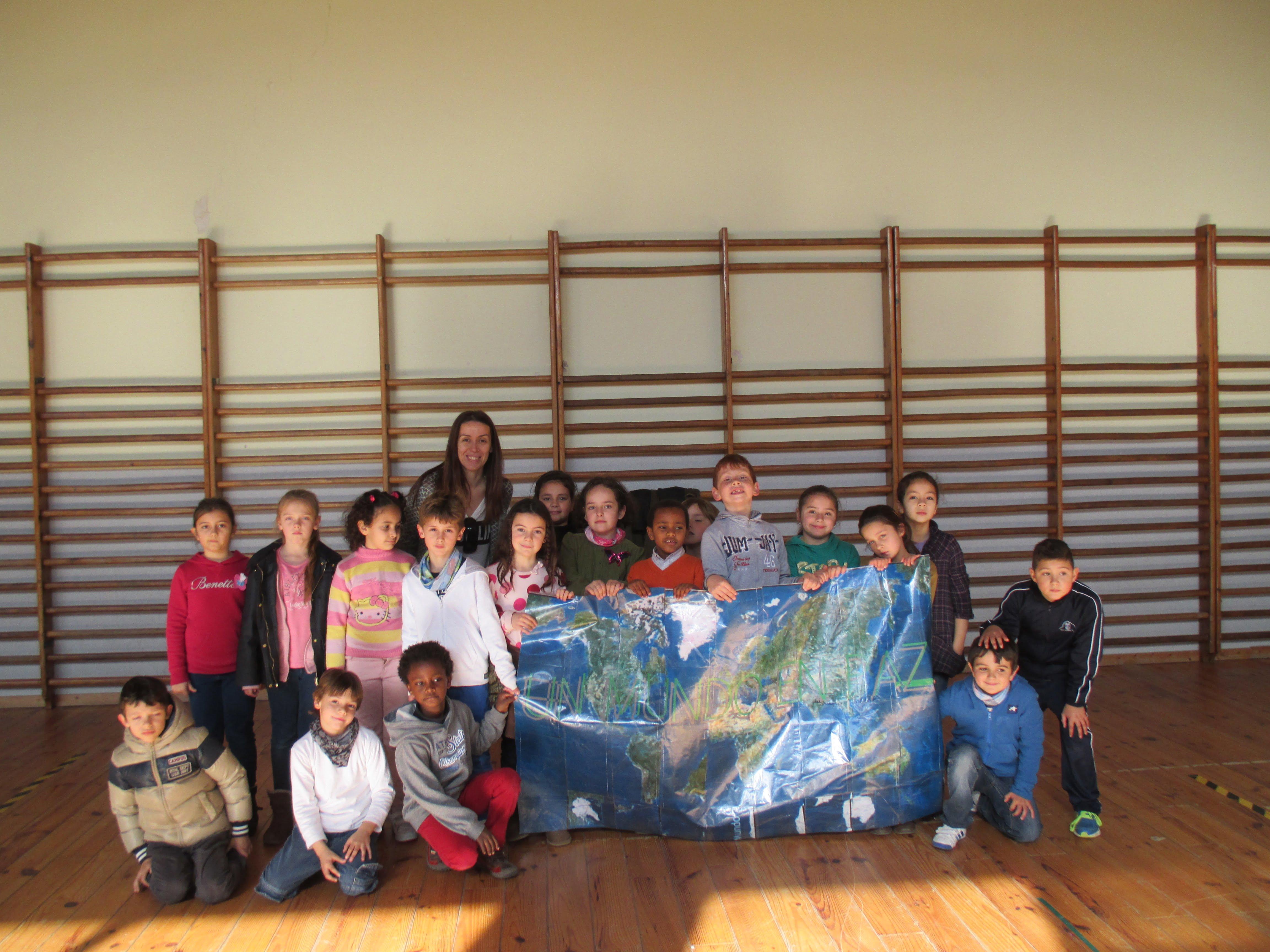 Los alumnos del Vicente Tena y Colegio Arenal se unen para celebrar el día de la paz