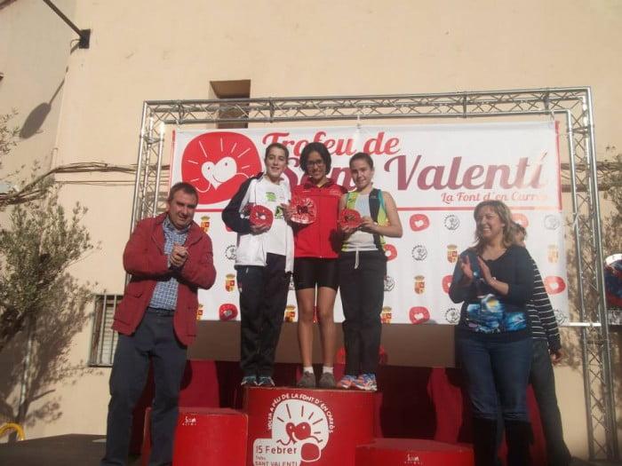 Marina Espinós y María Colomer en el podium Infantil Femenino