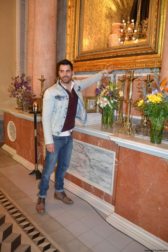 Vicente Catalá ha sido el encargado de restaurar la hornacina del Nazareno
