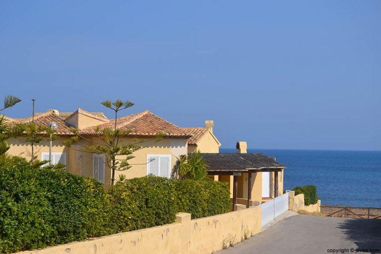 A lo largo de la playa del segundo montañar hay villas privadas que se encuentran a escasos metros de la playa