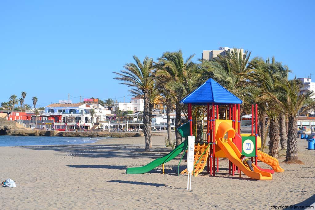Actividades infantiles en la Playa del Arenal de Jávea