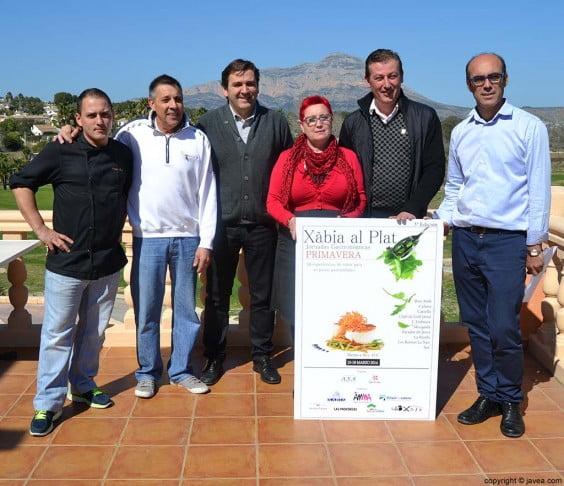 Antonio Miragall y José Manuel Piña con miembros de la Asociación de Restauradores de Xàbia