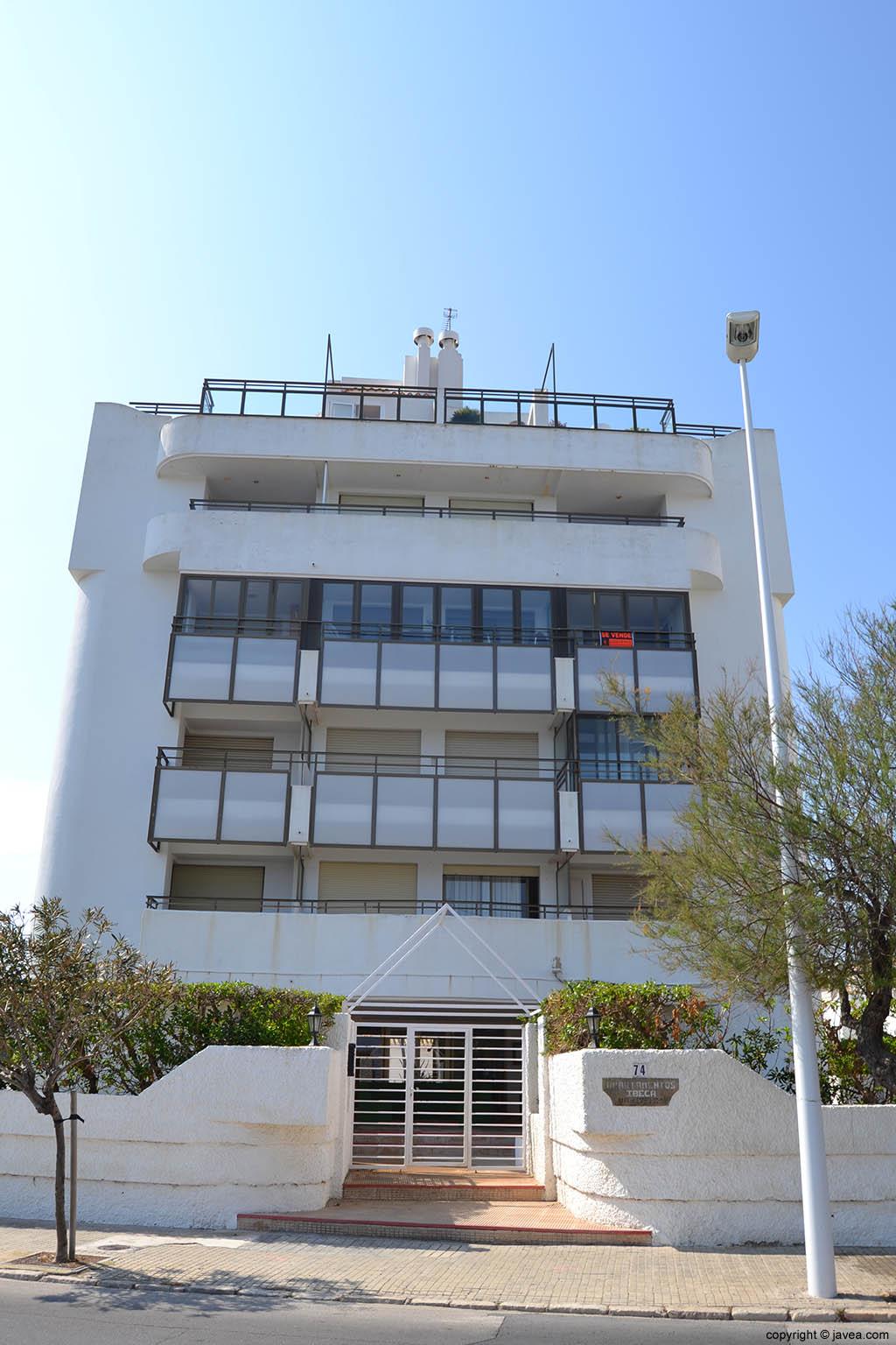 Apartamentos Ibeca en la playa del segundo montañar de Jávea