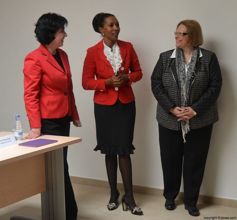 Cristina Rodriguez, Arline Francis y Ana Catalá, coordinanoras del curso de fomento de empleo en Hostelería y Turismo