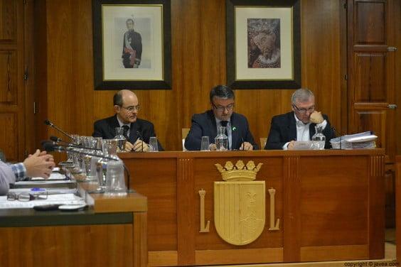 El alcalde José Chulvi durante la celebración del pleno de marzo