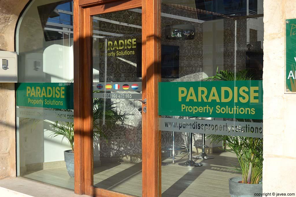 Inmobiliaria Paradise Property Solutions en la Playa del Arenal de Jávea