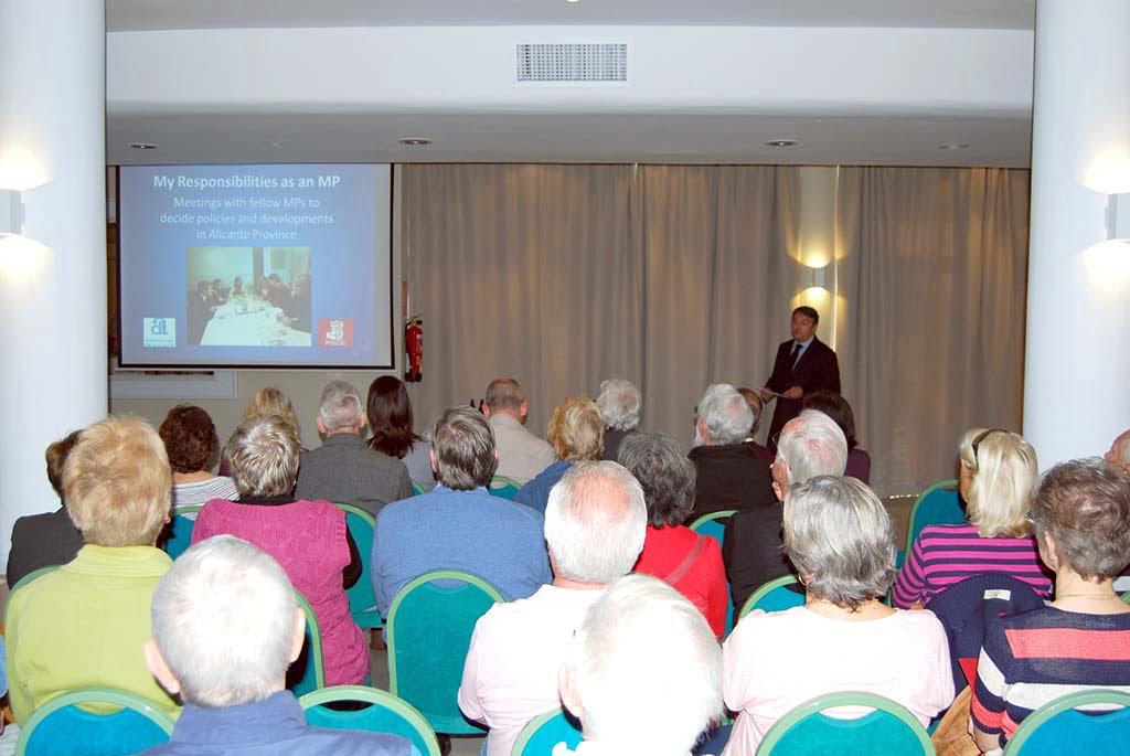 José Chulvi se ha reunido con los residentes europeos en el municipio