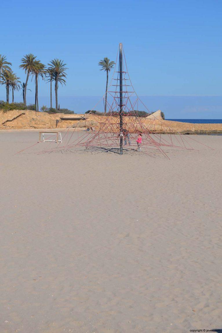 Juegos para niños en la Playa del Arenal de Jávea